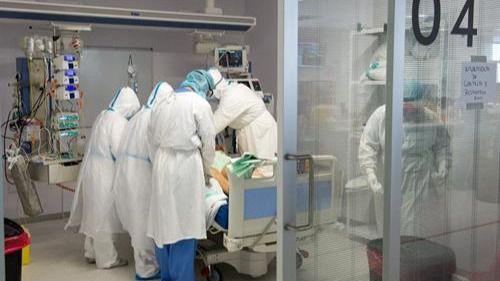 CLM registra un único fallecido por coronavirus en las últimas 24 horas y los nuevos casos escalan hasta los 409