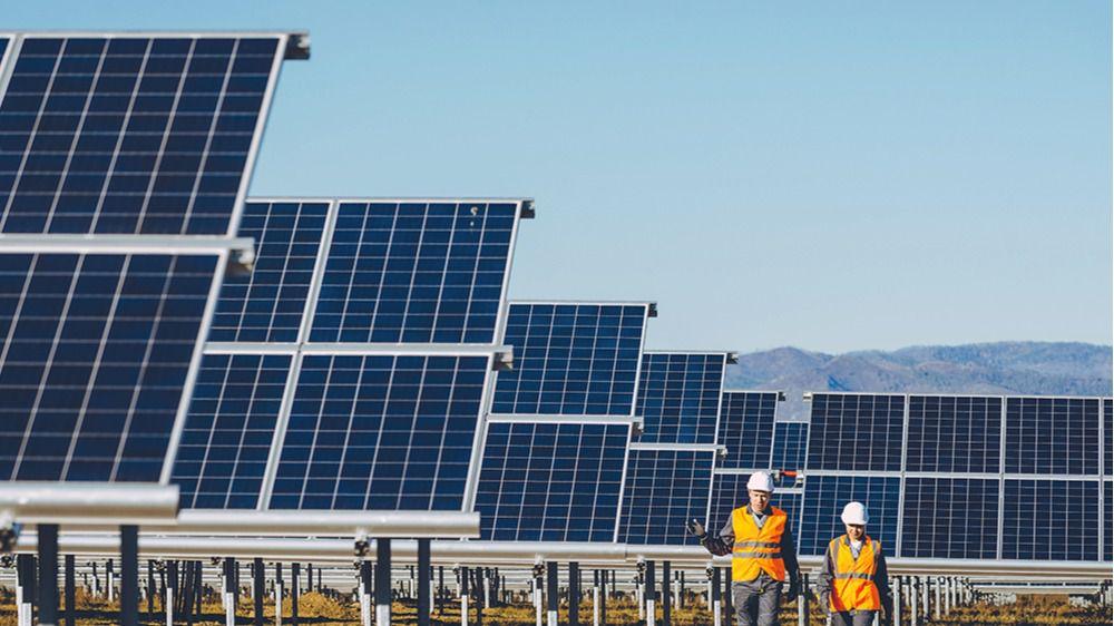 Cox Energy América se hace con el 40% de la propietaria de las fotovoltaicas Azuer de Manzanares (Ciudad Real)