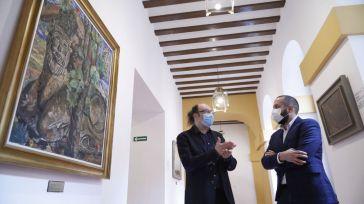 El director de la Fundación Gregorio Prieto visita la obra exhibida y custodiada en las Cortes regionales