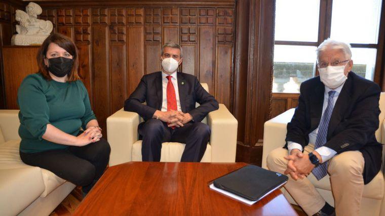 Álvaro Gutiérrez reafrima al presidente de RECAMDER el apoyo de su gobierno a los Grupos de Acción Local