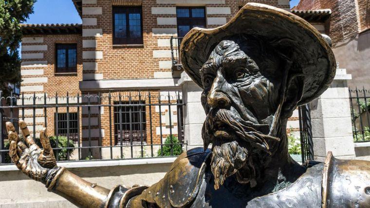 Más de 50 centros educativos participan en la actividad Leer el Quijote con gafas violeta de la Delegación del Gobierno