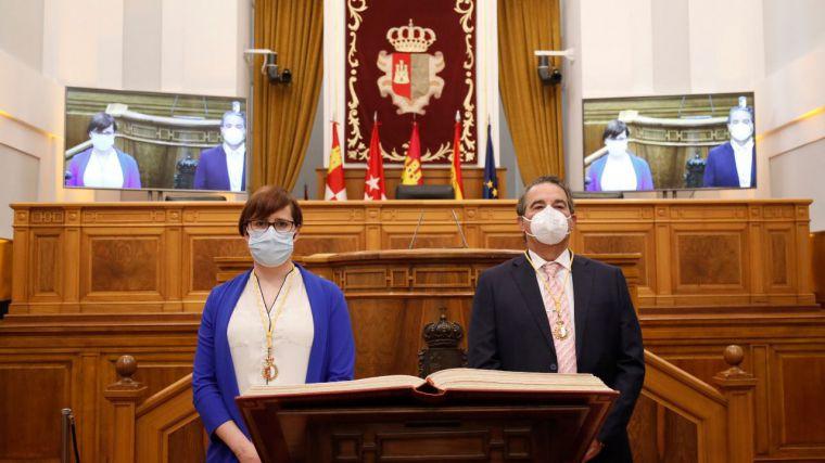 Elena Jaime y Javier Navarro (Cs) se estrenan como diputados tras acatar la Constitución y el Estatuto de CLM