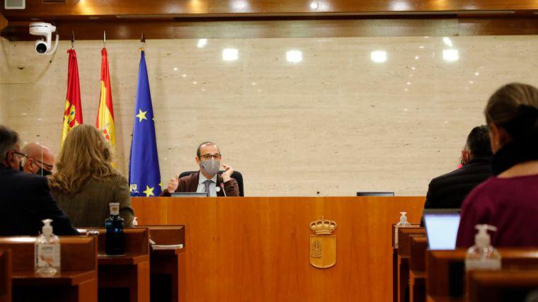 Transporte interurbano, sector agroalimentario, deportes y festejos, a debate en Pleno