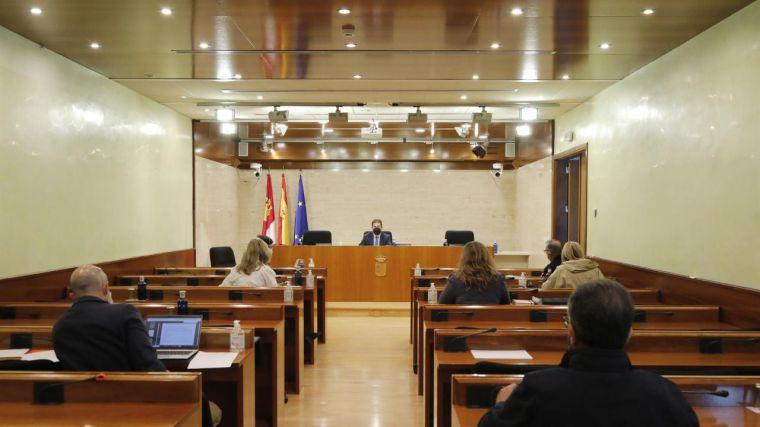 El PSOE rechaza por ahora que todos los miembros de la Comisión Regional de Fondos Europeos comparezcan en las Cortes