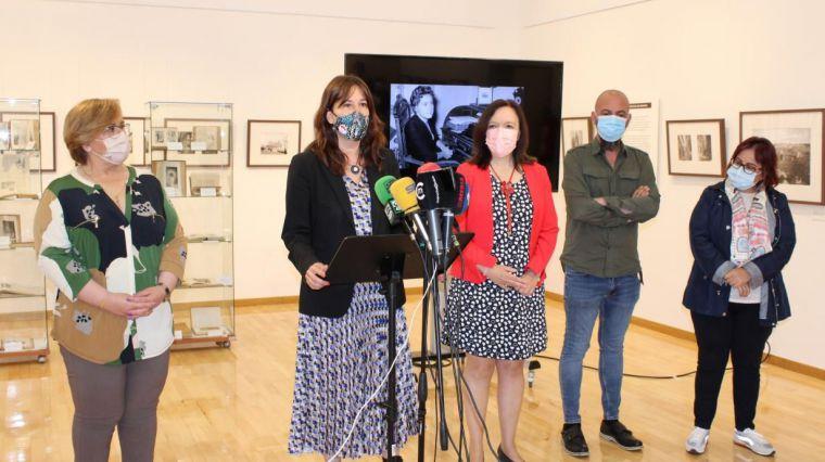 Mercedes Ros y María José Fuenteálamo, ganadora y accésit respectivamente de la I Edición del Premio Periodístico Luisa Alberca Lorente por la igualdad de género en Castilla-La Mancha