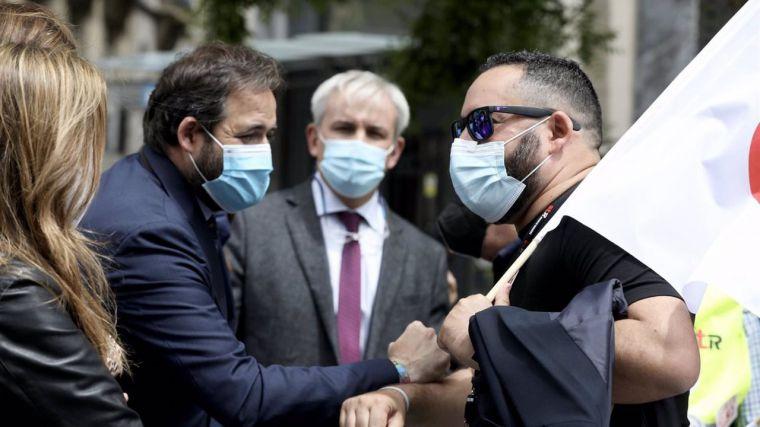 Núñez se suma a la protesta en Madrid de los trabajadores de Repsol Puertollano y promete pelear la viabilidad de planta
