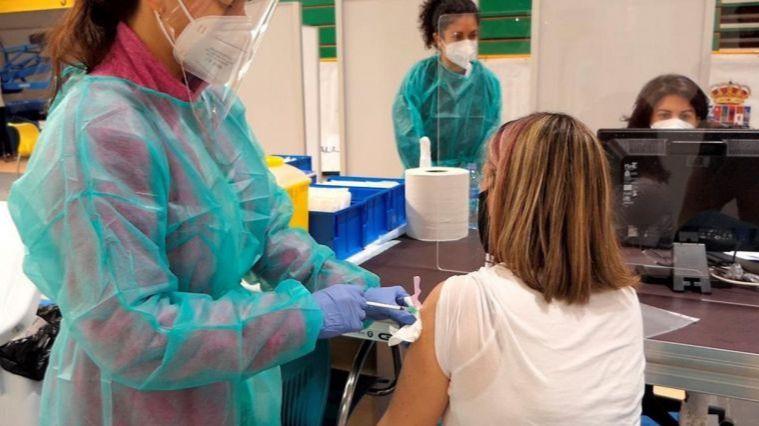 CLM acelera en la vacunación y a este ritmo alcanzará la inmunización de rebaño en agosto
