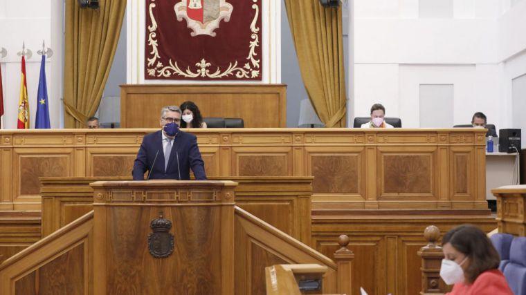 El Parlamento autonómico anima a los gobiernos central y autonómico a mantener su apoyo a pymes y autónomos ante la crisis por la Covid-19