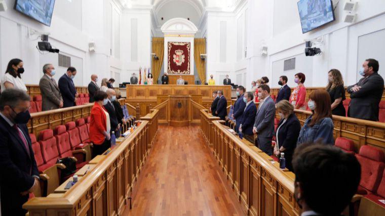 Minuto de silencio en el Parlamento regional en memoria de la última víctima de violencia machista