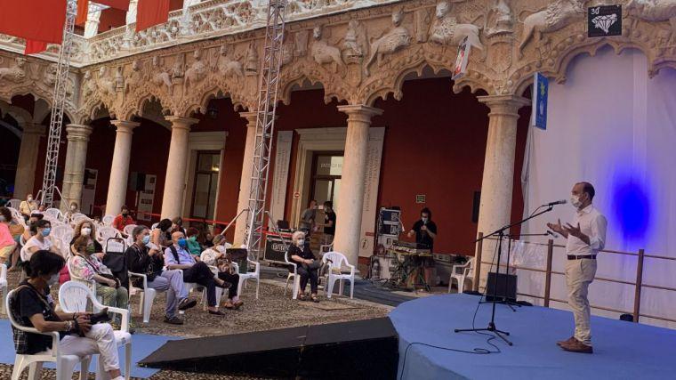 Bellido muestra su apoyo a los proyectos de futuro del Maratón de los Cuentos de Guadalajara, que cumple tres décadas de trayectoria