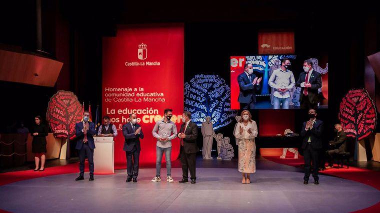 CLM rinde homenaje a su sector educativo tras un año marcado por la pandemia: