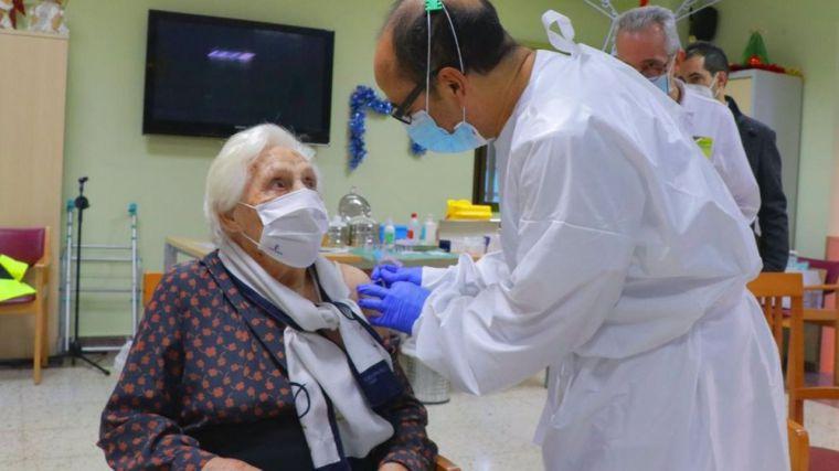 Dos hospitales de la región ya no tienen pacientes COVID y el fin de semana deja 275 casos nuevos y 107 ingresados
