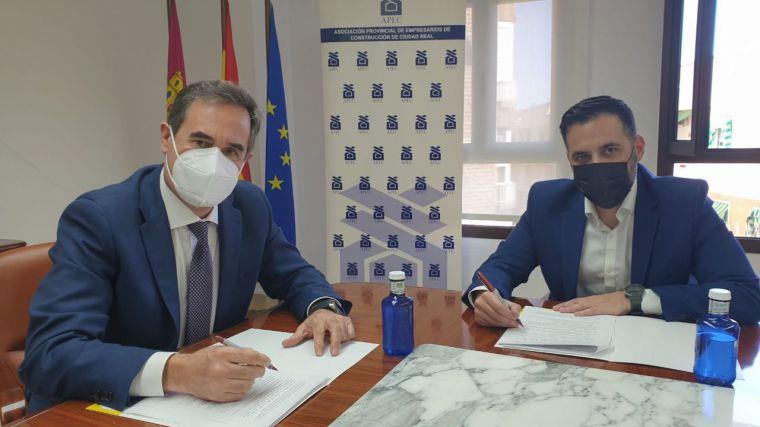 La Asociación Provincial de Empresarios de la Construcción de Ciudad Real y Deutsche Bank firman un acuerdo para la rehabilitación de viviendas y edificios