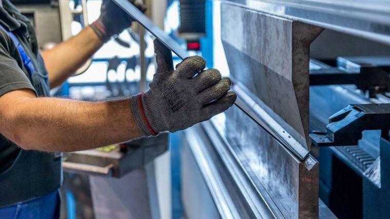 La buena marcha de los bienes de equipo o el lastre de la energía: Las dos caras de la producción industrial en CLM