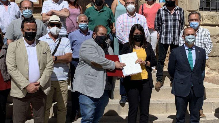 Bellido firma en Molina de Aragón el convenio de ayuda a domicilio