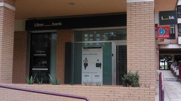 La información de la investigación de Unicaja a Liberbank provoca que ambas cierren filas sobre su fusión