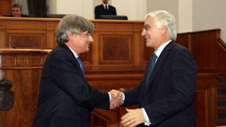 En la imagen, la toma de posesión en diciembre de 2007 del último síndico de Cuentas, Miguel Ángel Cabezas de Herrera, felicitado por el entonces presidente, José María Barreda