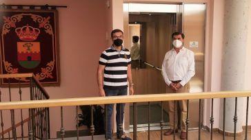 El Ayuntamiento de Burguillos de Toledo mejora su accesibilidad incorporando un ascensor financiado por la Diputación