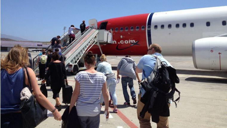 El superávit turístico cae en 30.400 millones en los últimos doce meses