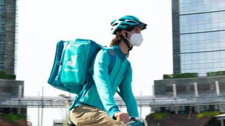 Los 'riders' alertan de la 'fuga de empresas' y precarización y destrucción de empleo por la nueva normativa