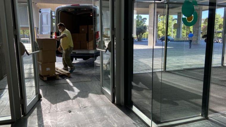 El Gobierno de Castilla-La Mancha ha distribuido esta semana cerca de 180.000 artículos de protección en los centros sanitarios