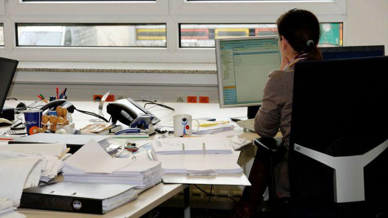 Más de seis mil funcionarios de CLM vuelven a la presencialidad en octubre