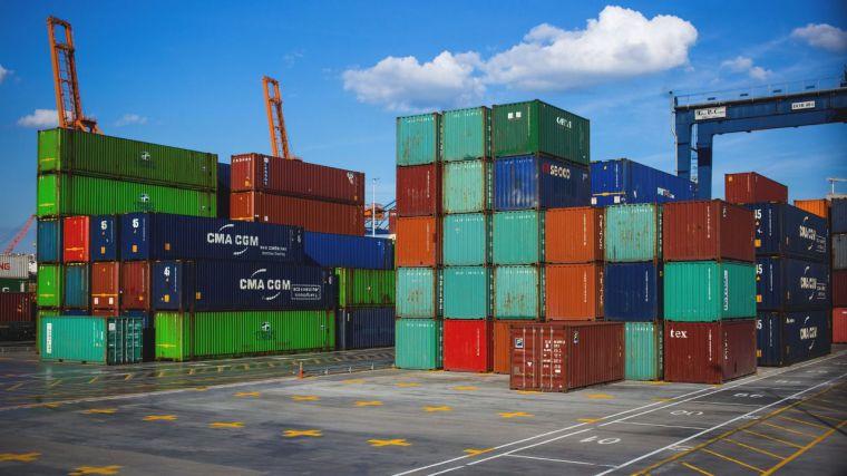 El déficit comercial cae un 11,2% hasta julio por al alza de las exportaciones, que crecen un 22%