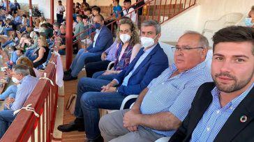 El presidente de la Diputación de Toledo asiste al festejo de rejones de Villarrubia de Santiago