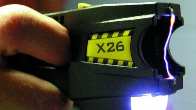 Amnistía Internacional critica duramente a cuatro ayuntamientos de CLM que cuentan con armas táser