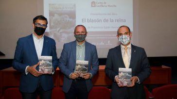 El presidente de las Cortes rinde homenaje al levantamiento comunero en la presentación de la novela 'El blasón de la reina'