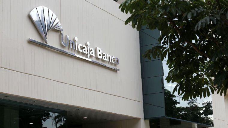 Unicaja, que tiene el 10,5% de su plantilla en CLM, plantea una reducción de 1.513 empleos