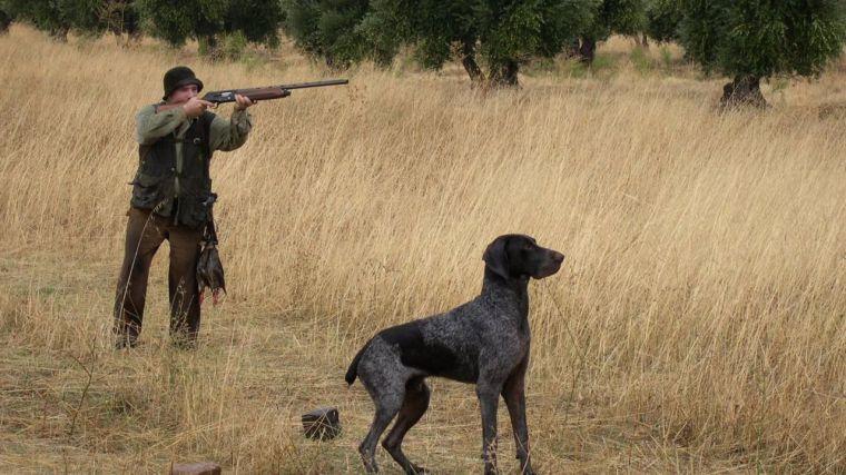 Page anuncia la supresión de la tasa de caza y pesca para los castellanomanchegos