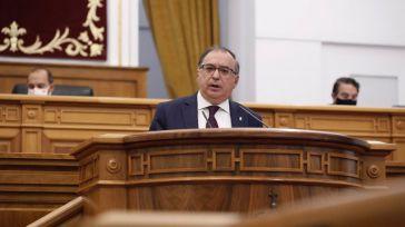 Mora afirma que el PP está subido 'en una nave sin rumbo' y acusa a Núñez de no tener 'la más mínima seriedad'