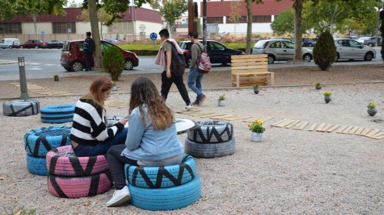 La Escuela de Caminos de la UCLM busca propuestas de mobiliario urbano sencillo, útil y amable