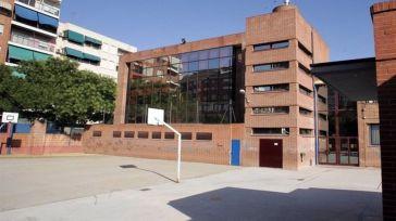 Castilla-La Mancha no baraja aún acabar con las mascarillas en los patios de los colegios