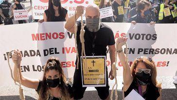 Las peluquerías protestarán en el Salón Look y ante la sede del PSOE para exigir la bajada del IVA en los PGE
