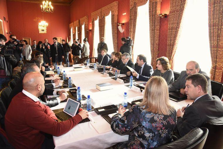 PP y PSOE debaten sobre sanidad y financiación, con Ciudadanos y Podemos como invitados de piedra