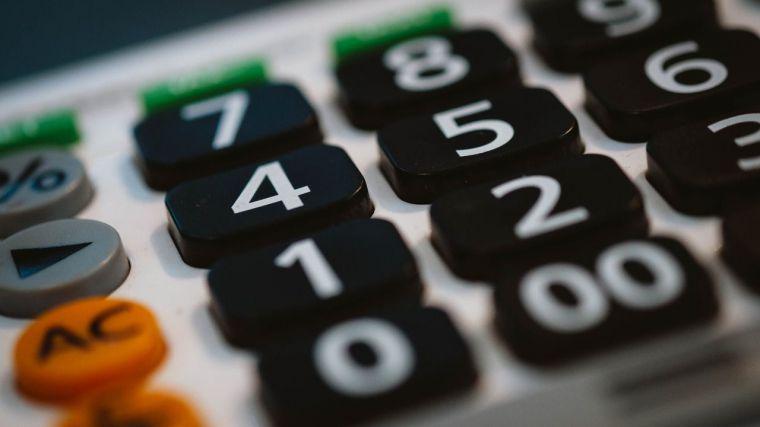 La Junta deberá rebajar los plazos de pago a proveedores o pagarles intereses de demora