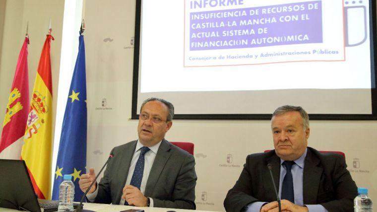 El consejero de Hacienda rompe la tesis de que los recortes en los servicios públicos se debieran a Cospedal