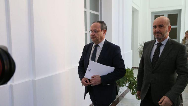 El consejero de Hacienda y Administraciones Públicas, Juan Alfonso Ruiz Molina, informa, en rueda de prensa, sobre los datos de la ejecución presupuestaria de 2017.