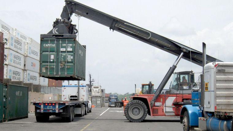 El saldo exportador de CLM vuelve a terreno positivo, pero se mantiene por debajo de la media nacional