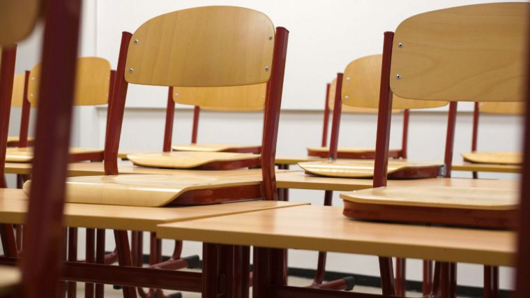 La Junta despide sin previo aviso a cientos de docentes interinos en CLM