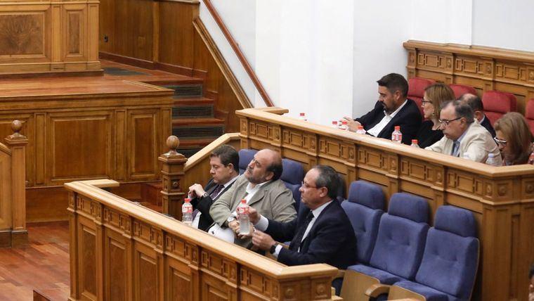 El gobierno regional se centra en el proceso del PP y agita la convivencia política