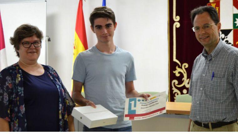 El alumno de Secundaria Alejandro Moreno gana el concurso de trivial del proyecto 'Mujeres ingeniosas'