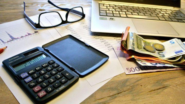 El gobierno regional sigue pagando con retraso a sus proveedores