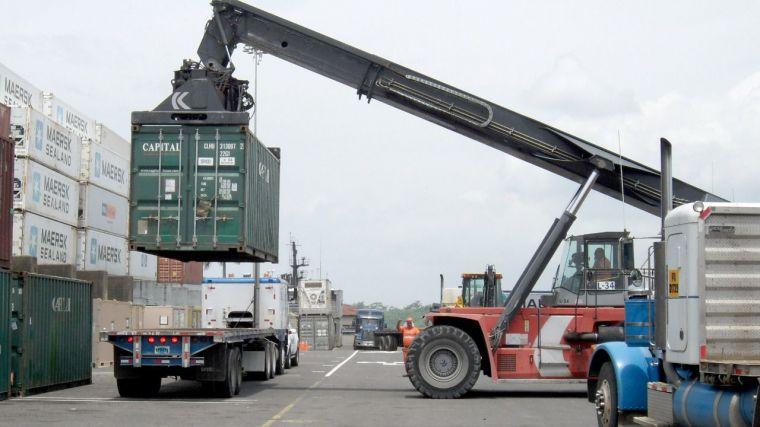 El crecimiento de las exportaciones en el primer semestre pierde fortaleza y se anota una caída anual de 6 puntos