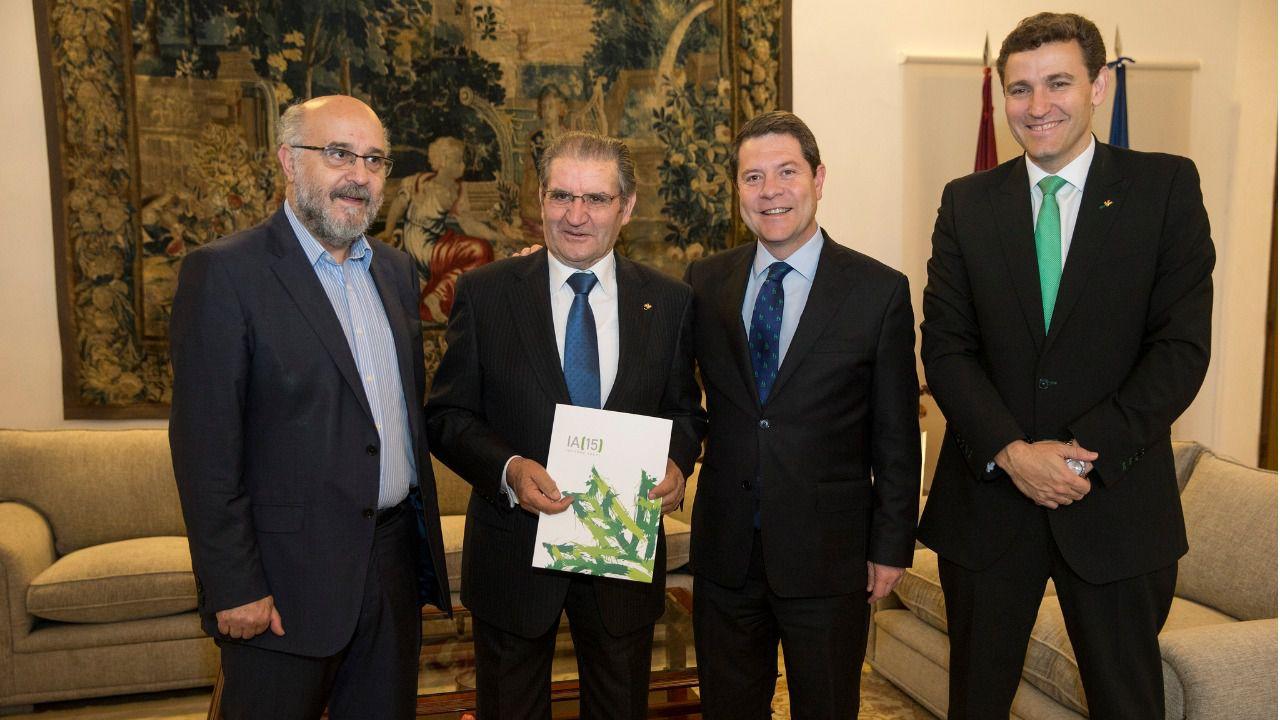 LOS DIEZ DIRECTIVOS DE CAJA RURAL COBRAN 1,94 MILLONES ANUALES EN ...