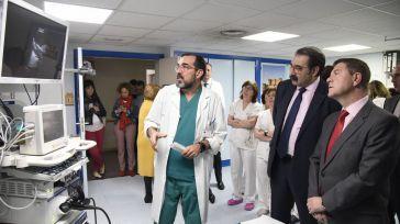 El presidente de Castilla-La Mancha, Emiliano García-Page, y el consejero de Sanidad en una visita al Hospital Universitario de Guadalajara.