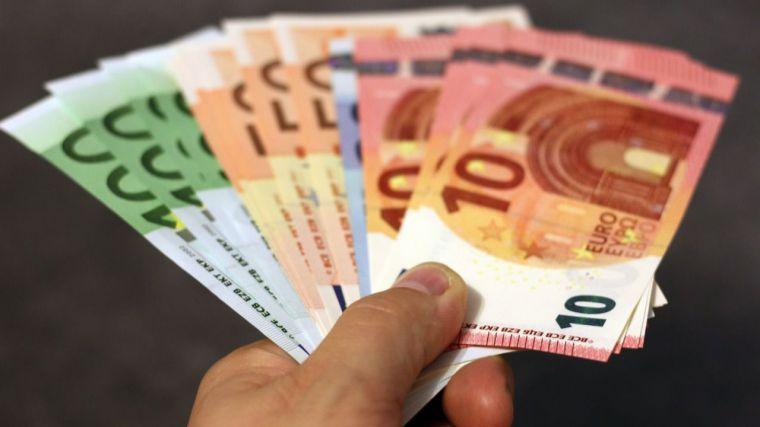 El salario bruto medio de los castellano-manchegos retrocedió el 1,24% en 2017 y se situó en 1.765,21 euros