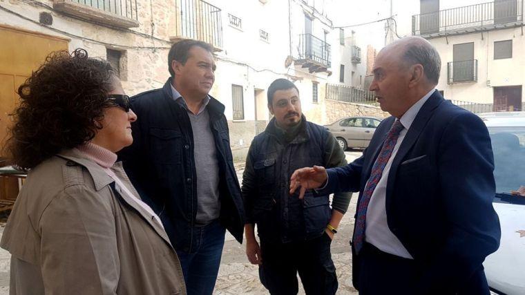 """Latre: """"Es una satisfacción comprobar que gracias a la Diputación pueblos como Yélamos de Abajo pueden beneficiarse del Plan de Empleo"""""""